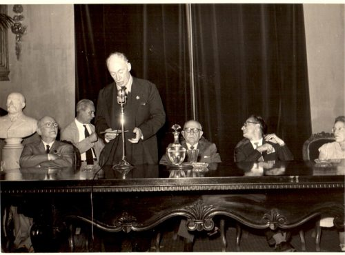 VIe Congrès de l'AICA à Naples et Palerme, 1957, pendant lequel James Johnson Sweeney est élu président